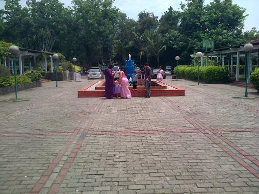 Air Mancur di Depan Gedung Pandan Sari